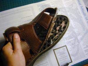 Основанием для возврата обуви является отклеенная подошва