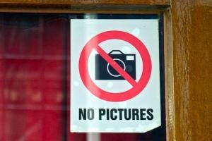 Что делать, если в магазине запрещают фотографировать, грозятся вызвать охрану или полицию?