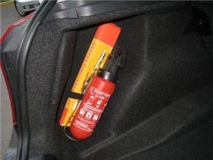 Как хранить огнетушитель в машине?