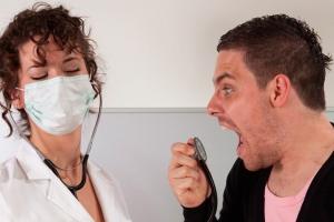 Куда обращаться, если врач отказывает в приеме?