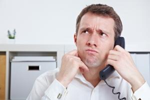 Что делать, если кредит не брал, а коллекторы звонят по домашнему телефону должника, но должник уже не проживает в квартире?