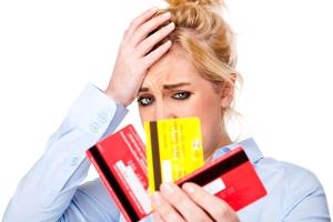 Имеют ли право судебные приставы снимать все деньги с зарплатной карты?
