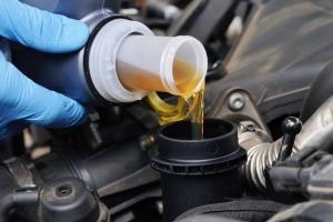 Можно ли самому менять масло, если машина на гарантии